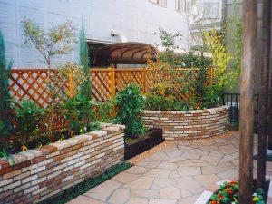 レンガ造りの花壇 その2