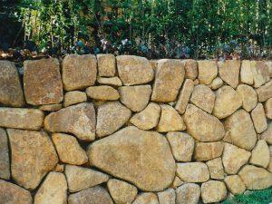 自然石の石積み その1
