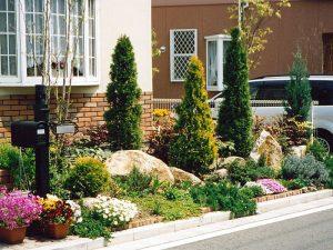 玄関前の植栽1