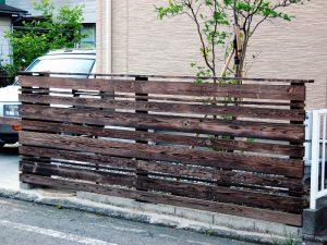 焼き杉の板塀