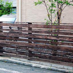 焼き杉の板塀・門扉デザイン工事