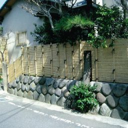 御簾垣(みすがき)と石樋(いしとい)